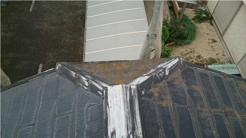 塗装が剥がれた棟板金
