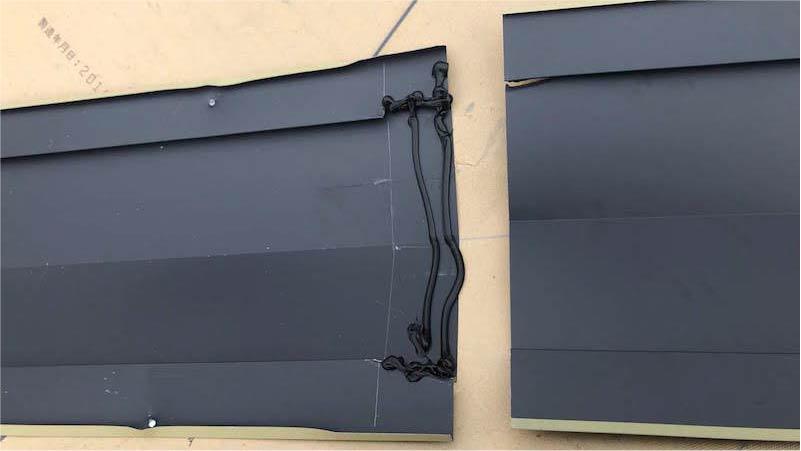 屋根カバー工法の谷樋の施工
