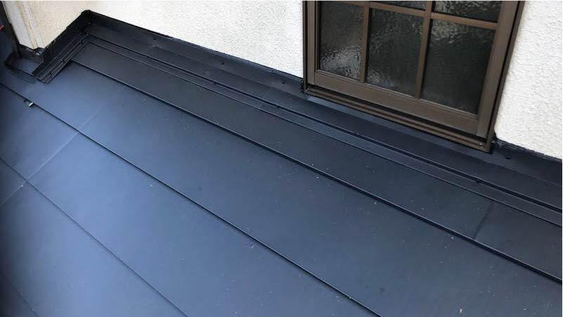 屋根カバー工のガルバリウム鋼板の施工後