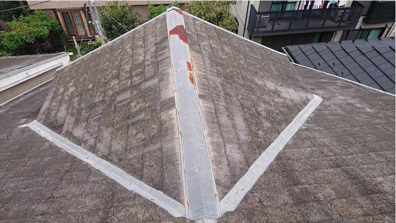 コケ・カビが生えた施工前のスレート瓦