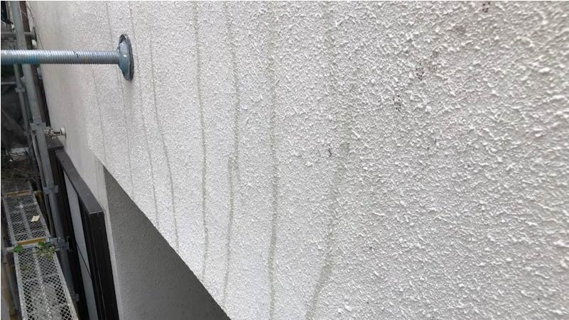 外壁のクラックの補修後の様子