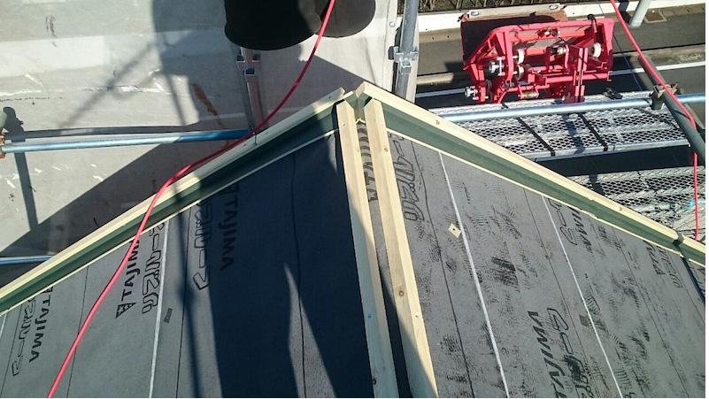 船橋市の屋根カバー工法のルーフィングの施工