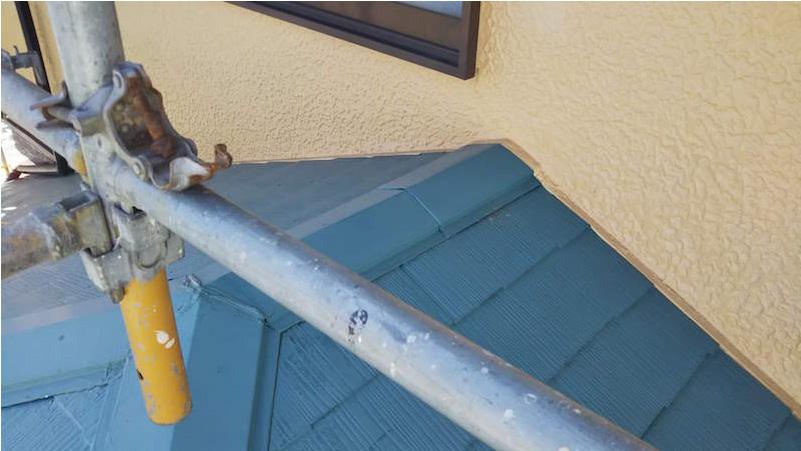 塗装が剥がれたスレート屋根