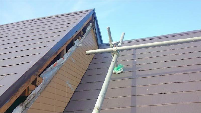 既存の破風板の撤去・解体