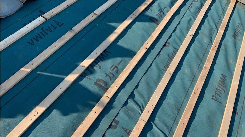 ルーフィングのシートと瓦桟の施工