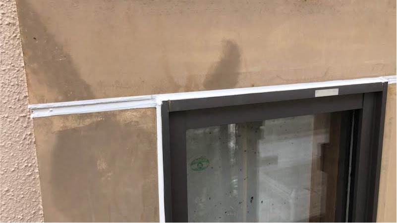 外壁のコーキングの施工