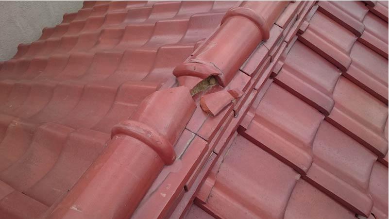 足立区の外壁塗装の冠瓦の破損