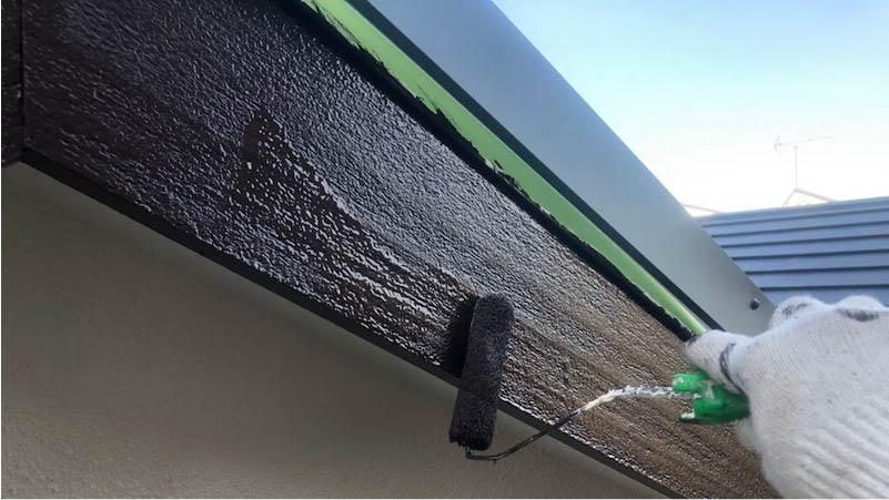 破風板塗装の上塗り