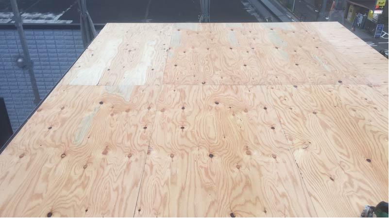 松戸の屋根葺き替え工事の野地板の施工