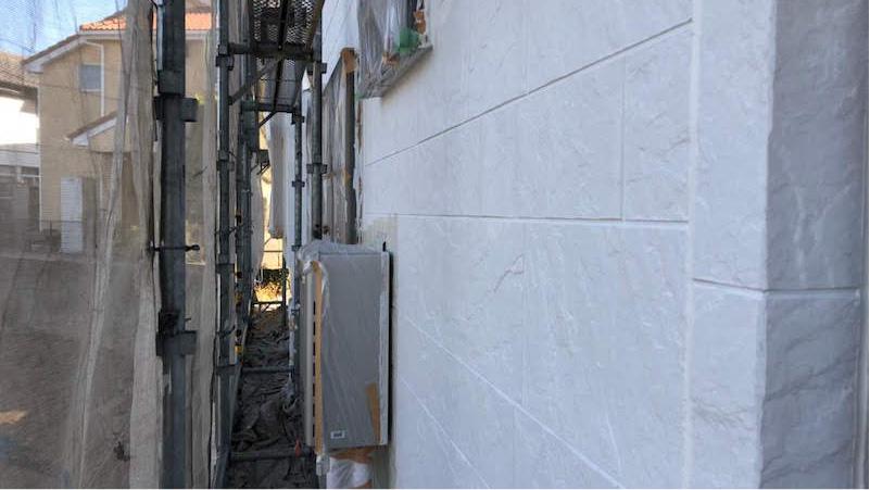 外壁塗装の下塗り施工後の様子