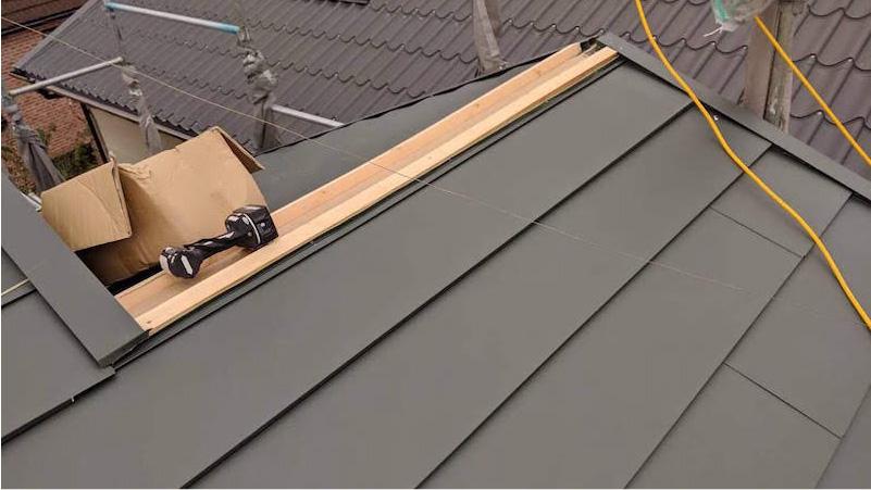 屋根本体(ガルバリウム鋼板)の施工