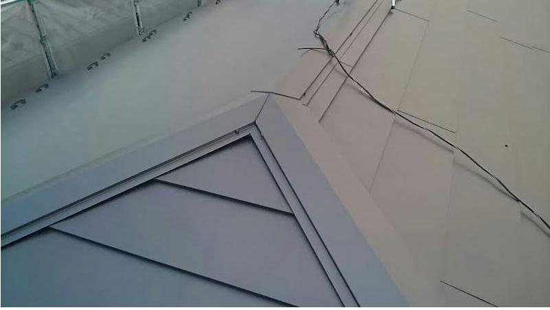 大屋根のカバー工法施工後の様子