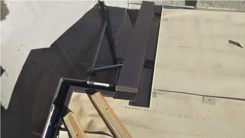 市原市の屋根カバー工法リフォームのケラバ水切りの施工