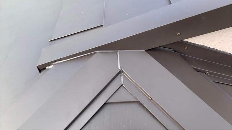 市原市の屋根のカバー工法リフォーム棟板金の施工