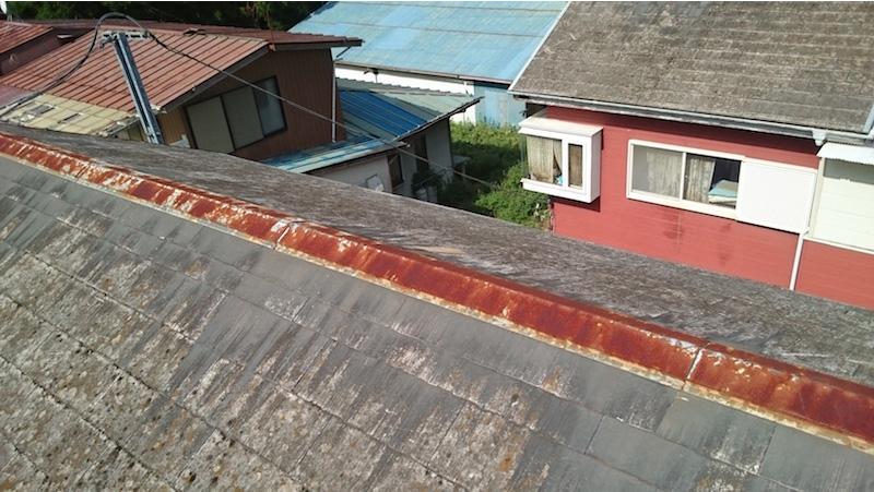 台風で屋根材が剥がれたスレート瓦