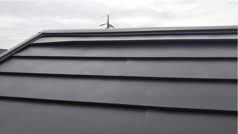 台風で屋根材が浮いたガルバリウム鋼板屋根