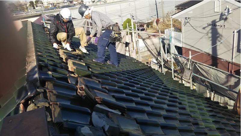 屋根葺き替え工事の瓦下の様子