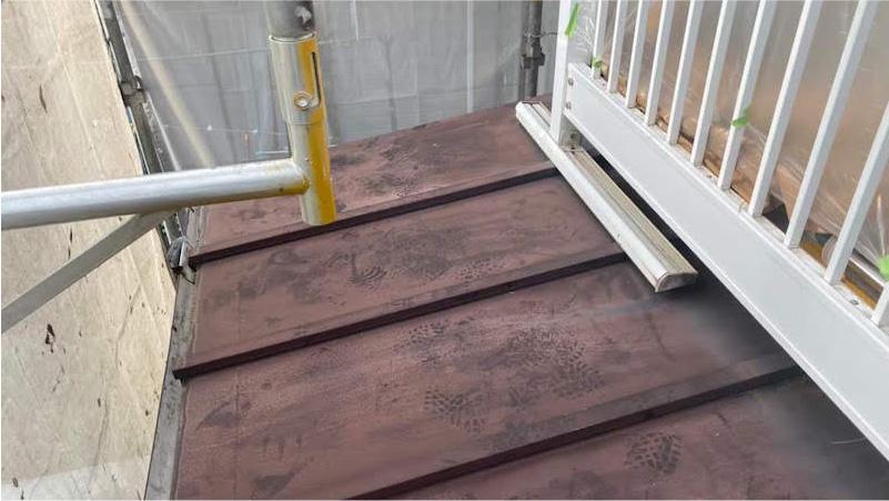 下屋根のトタン屋根の塗装