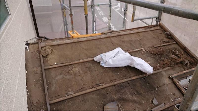 鎌ヶ谷市の屋根葺き替え工事の瓦おろし