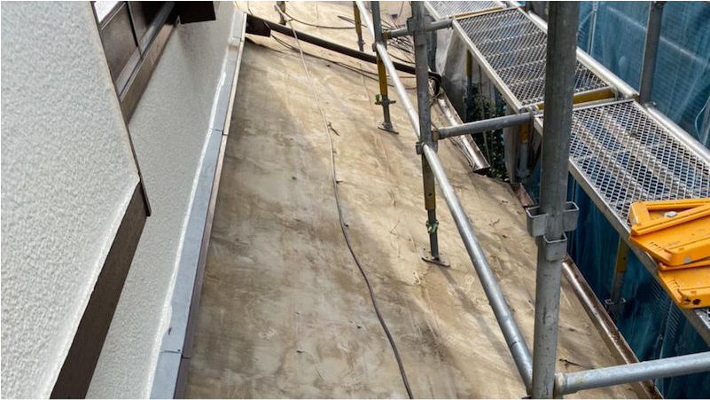 瓦の撤去の下屋根