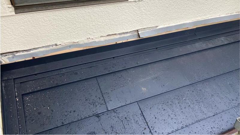 下屋根の雨押さえの施工
