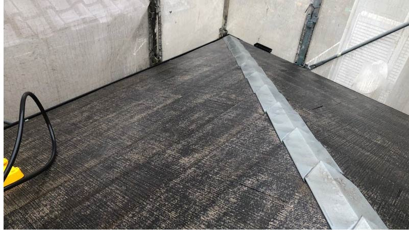 下屋根の高圧洗浄