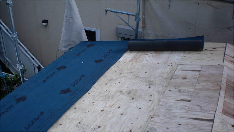 大屋根のルーフィングの施工