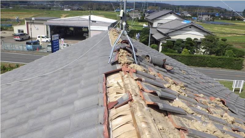 既存の屋根材の撤去・解体