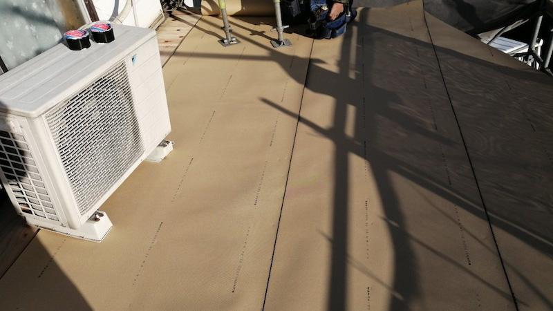 鎌ケ谷市の屋根の葺き替え工事のルーフィングの施工