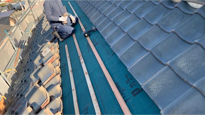 船橋市の屋根の葺き直し工事の瓦の施工