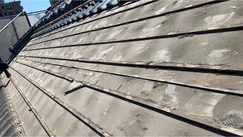 船橋市の屋根の葺き直し工事の瓦の撤去
