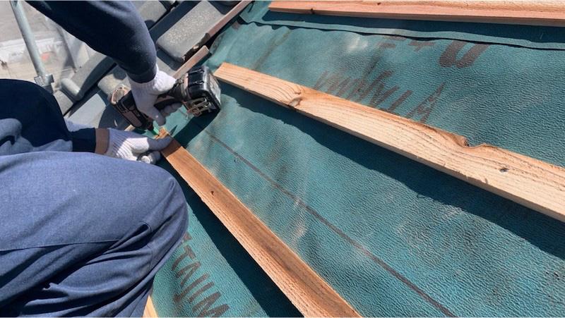 船橋市の屋根の葺き直し工事の瓦のリーフィングの施工
