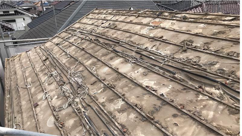 市川市の屋根の葺き替えの瓦おろし