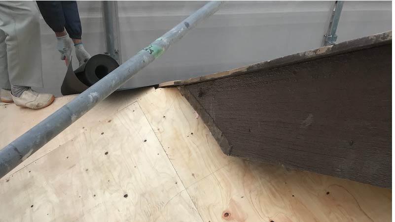 市川市の屋根の葺き替え工事の野地板の施工