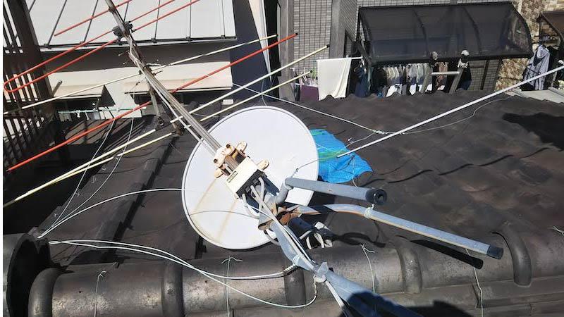 アンテナが倒れた屋根