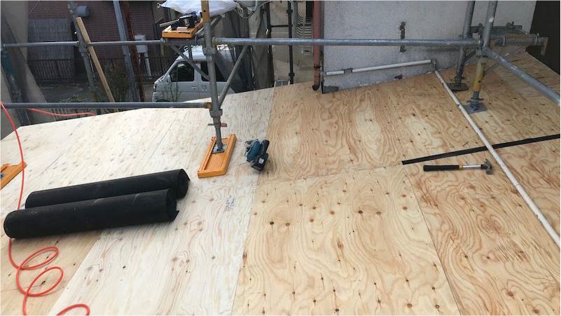 c屋根材の野地板の施工