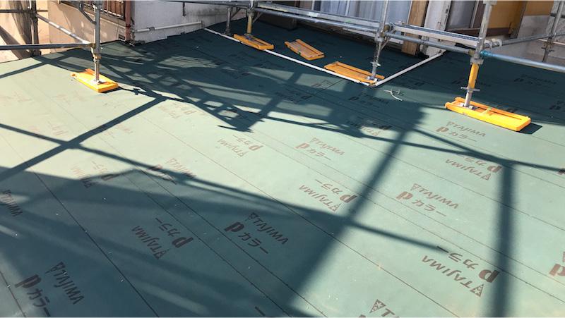 富里市の屋根葺き替え工事のルーフィングの施工