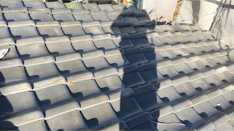 富里市の屋根葺き替え工事の施工前の様子