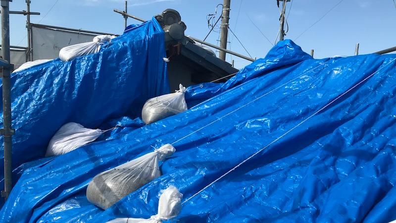富里市の屋根葺き替え工事の応急処置