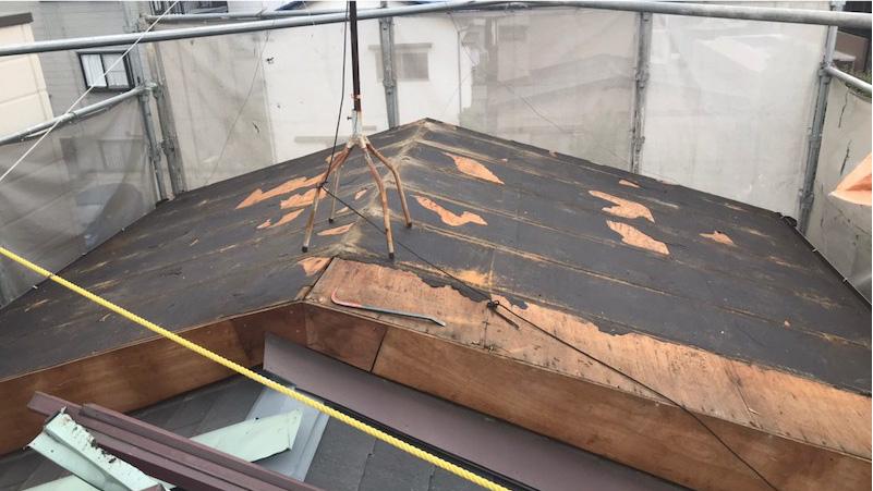既存のトタン屋根の削除