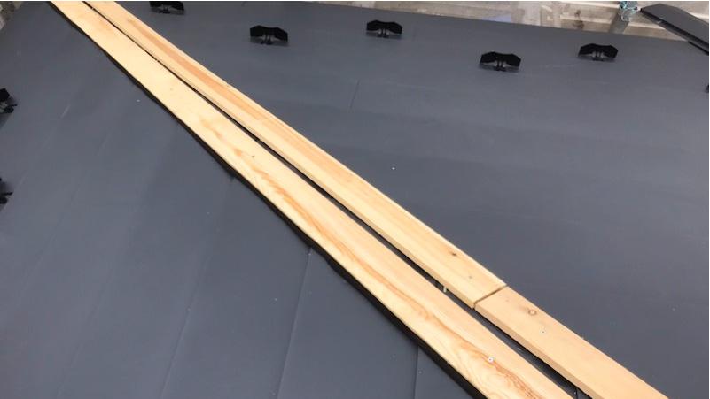 屋根材(ガルバリウム鋼板)の施工