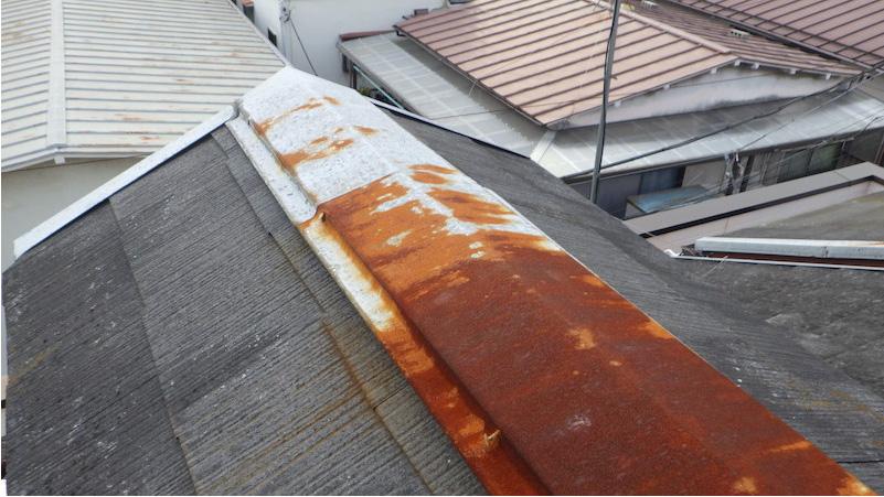 経年劣化で錆が発生した棟板金