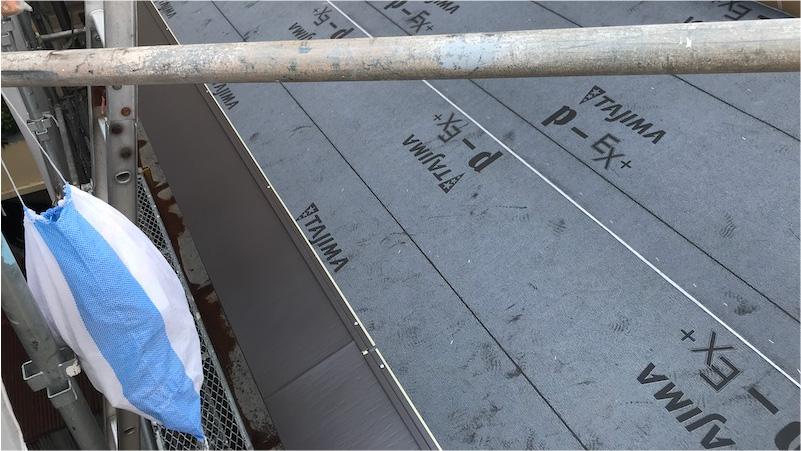 ガルバリウム鋼板(ニチハ横暖ルーフ)の施工