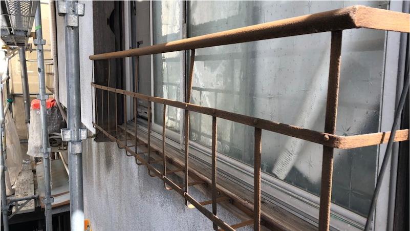 経年劣化で錆びた窓の手すり