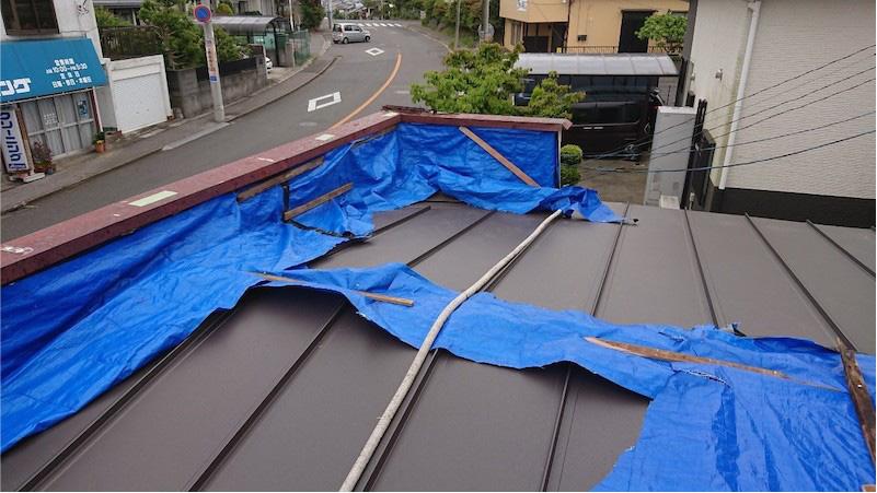 屋根葺き替え工事のガルバリウム鋼板の施工