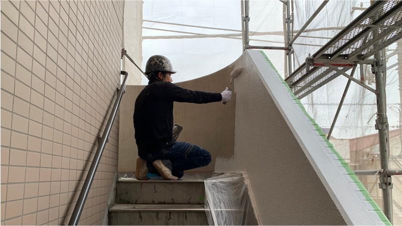 階段の外壁の塗装