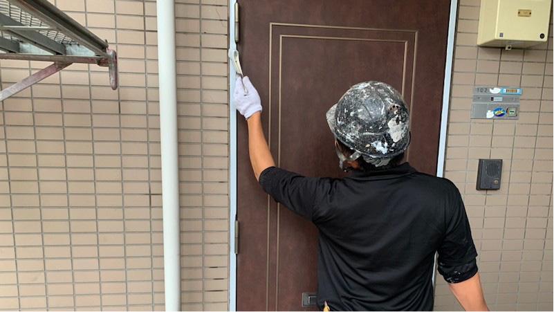 ドアの鉄部の塗装