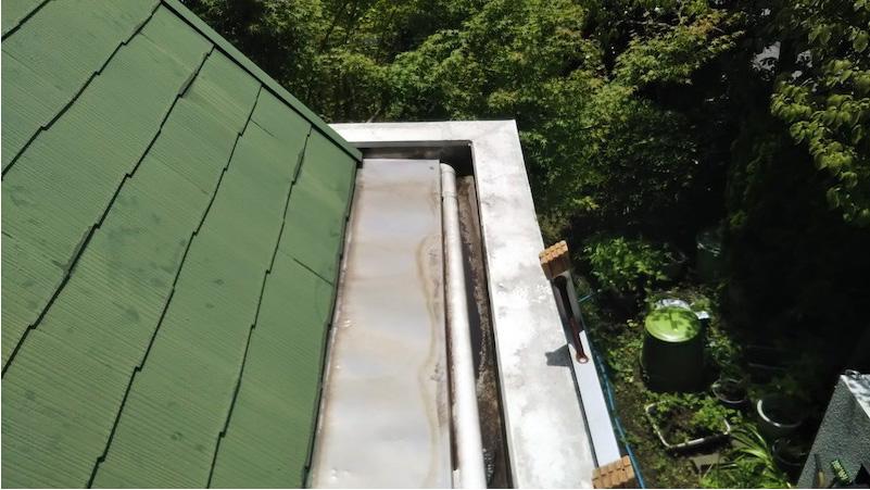 野田市の屋根の笠木の交換工事の施工前の様子