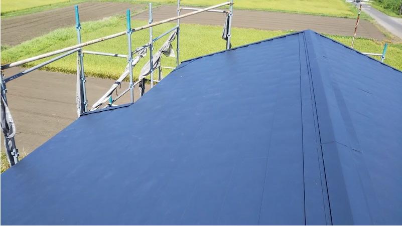 屋根カバー工法の施工