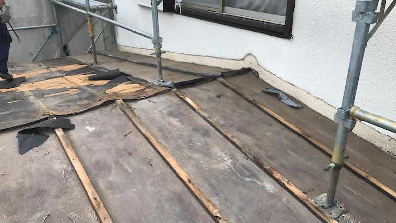 下屋根のトタン屋根の剥がし